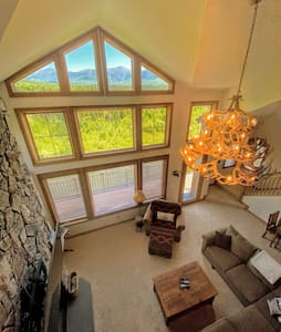 MM1: STUNNING Bretton Woods luxury home, a short walk from the Mount Washington Hotel! Best mountain views in Bretton Woods! Air Conditioning, Heated floors, 3 fireplaces, Sonos, wine fridge, chef kitchen. Free Shuttle. PROFESSIONALLY MANAGED!