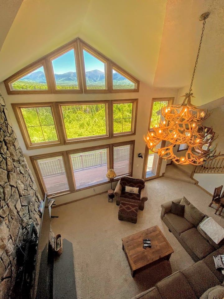 MM1: STUNNING Bretton Woods luxury home, a short walk from the Mount Washington Hotel! Best mountain views in Bretton Woods! Air Conditioning, Heated floors, 3 fireplaces, Sonos, wine fridge, chef kitchen. PROFESSIONALLY MANAGED!