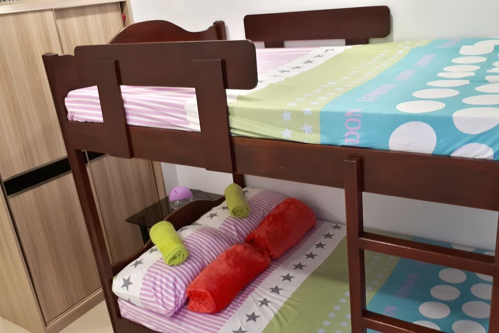 Double-sized bed double deck with single-sized pullout bed