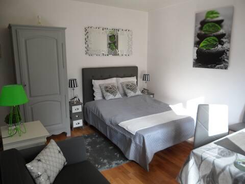 Joli studio, 2 pers, centre de Bagnoles de l'Orne.