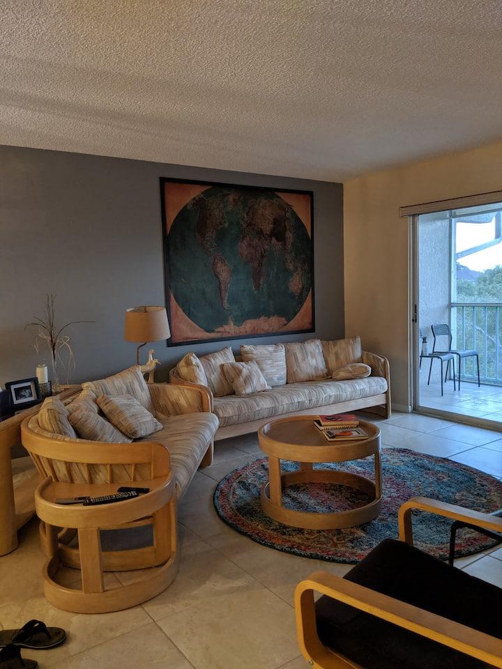 Quiet 2/2 condo with many amenities
