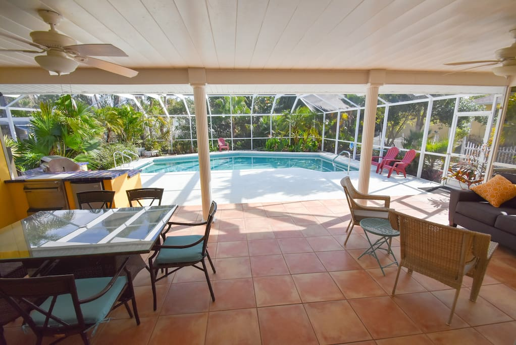 Huge Lania for pool and patio, built in grill