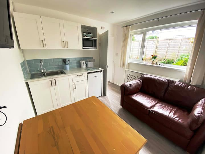 Self-Contained Annexe with Private Entrance