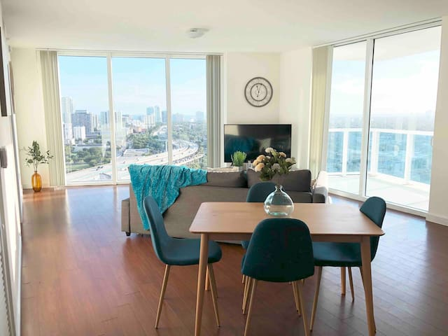 Cozy Two Bed in Downtown Miami w/ Amazing Views