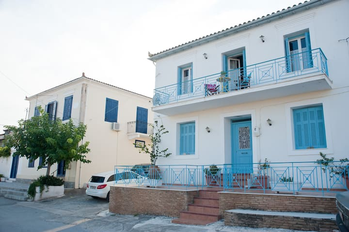Areti, Captain's House with Private Terrace for 7