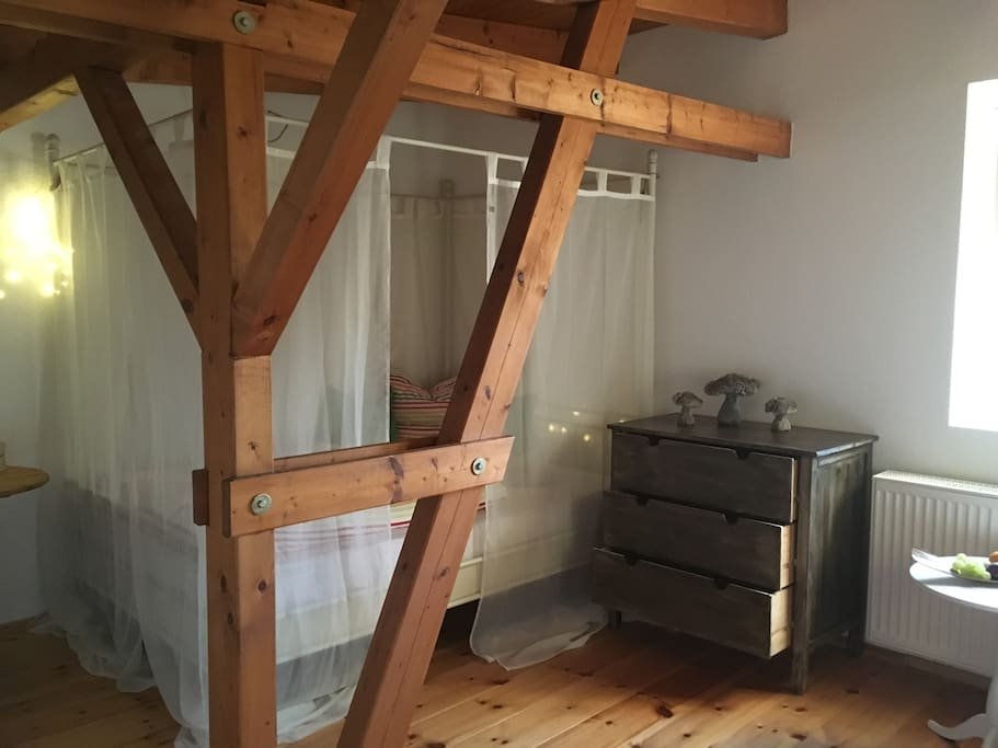 sanssouci nahes landhaus mit himmelbett f r zwei houses for rent in potsdam bb germany. Black Bedroom Furniture Sets. Home Design Ideas