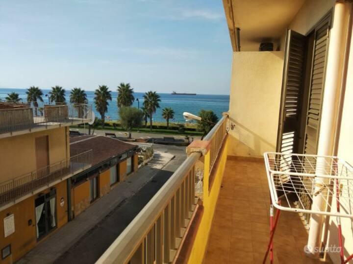 Appartamento con vista mare a Venetico Marina