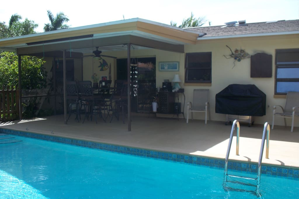 Pool area & Lanai w/ Tv and BBQ grill for Living the Florida Lifestyle Outdoors
