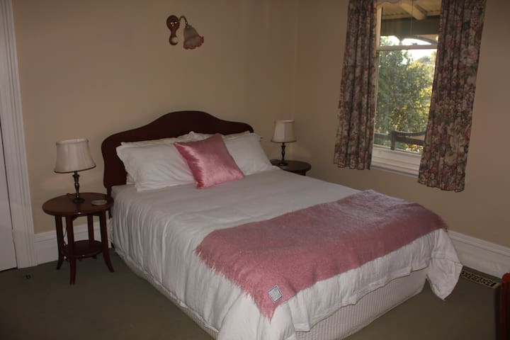 Tamar Room - The Turret House - Trevallyn - Bed & Breakfast