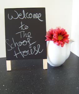 A School House (renovated 1950s schoolroom ) - Helensville - Guesthouse