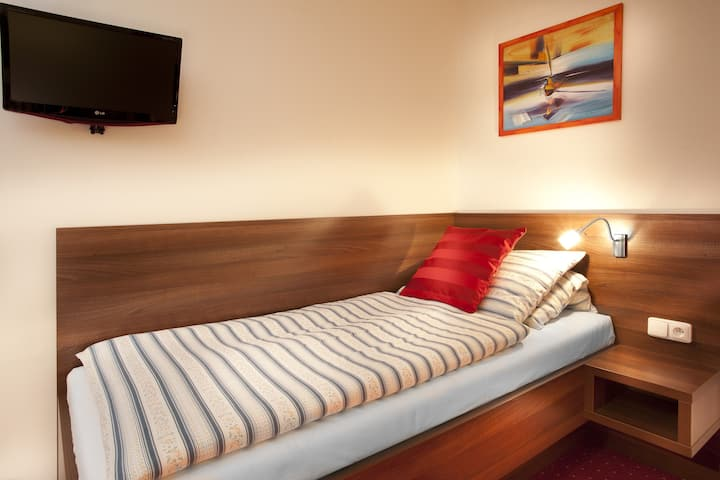 2-bedroom with twin beds