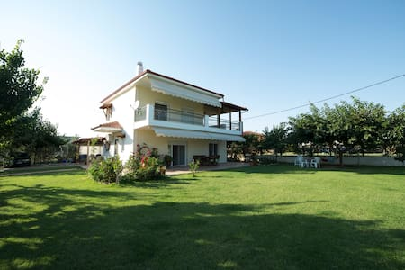 Luxury Villa in Nea Plagia IDEAL for families - Flogita
