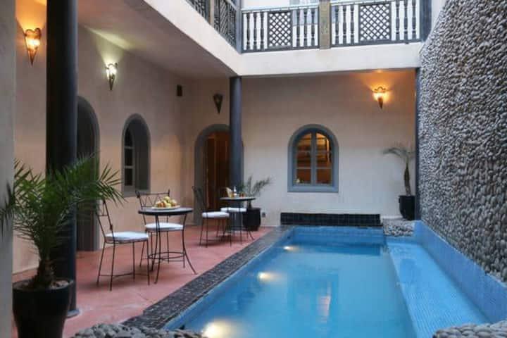 RIAD privatisé avec piscine chauffée, jacuzzi