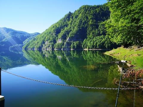 La Cabană by the Lake