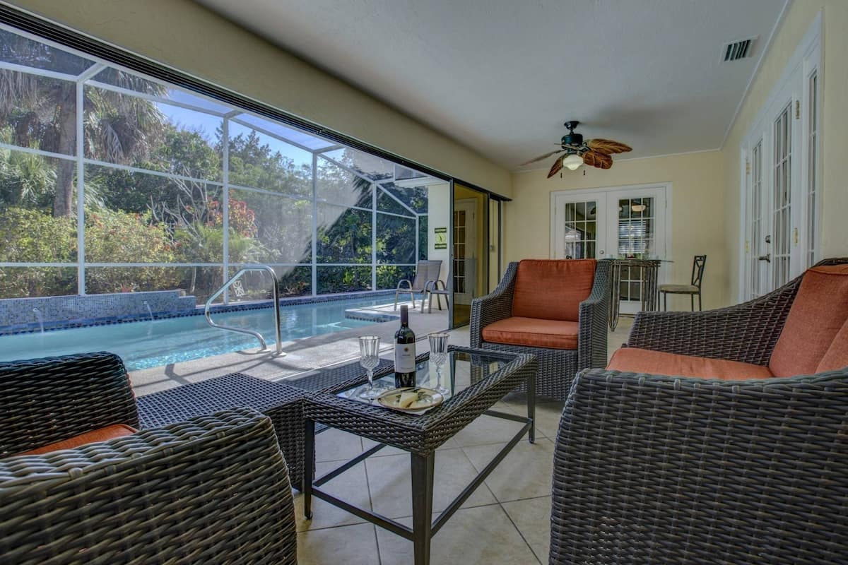 1 Block from Siesta Key Beach With Private Heated Pool