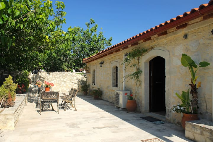 200 year old converted barn near Perama - 2 people - Crete - วิลล่า