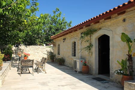 200 year old converted barn near Perama - 2 people - Villa