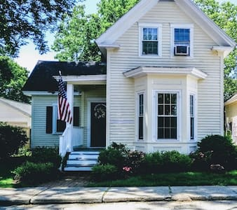 2 Bedroom home near Phillips Exeter w/Parking