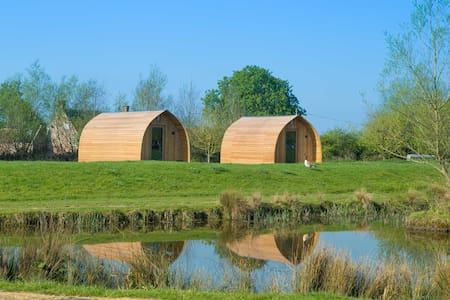 The Raspberry Glamping Pod (sleeps 2 people) - Burnham-On-Sea - Cabaña