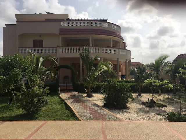 Charmante Villa à Ndayane - Ndayane - Casa