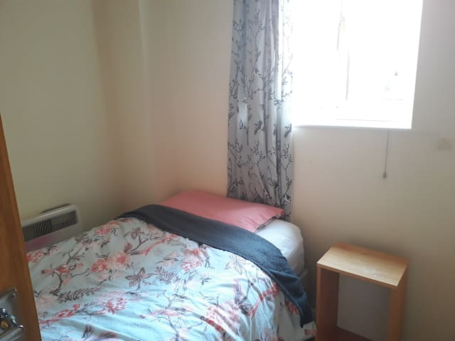 Ladies only: close to Manchester Central & uni