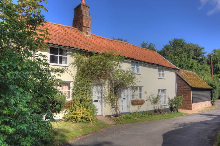 18C Listed Cottage near Cambridge - Fowlmere - Hus