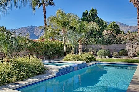 Palm Springs Oasis w Private Saltw. Pool, Views