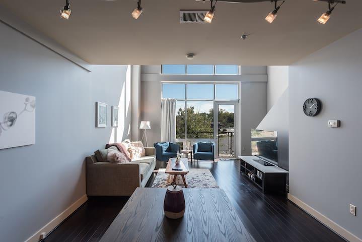 Modern Loft in Premier location by Rabbu