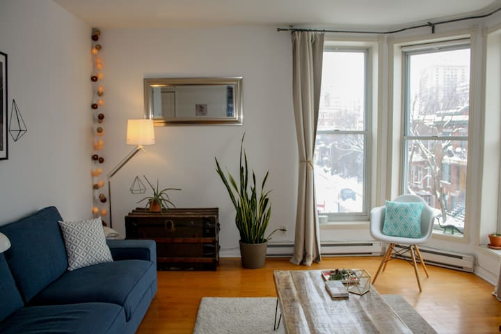 Private Bedroom, Plateau, near metro station