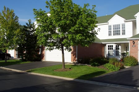 Beautiful Townhouse in Northern Suburb of Chicago!