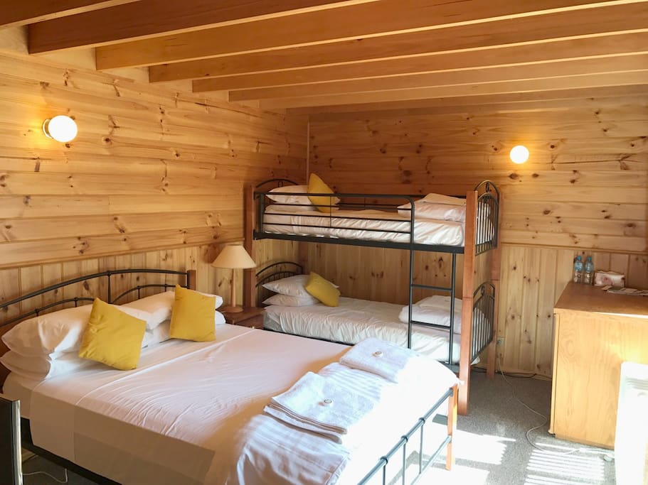 Queen bed & two single beds