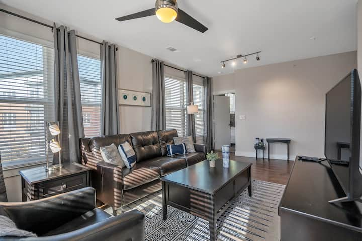 Downtown Flat with Riverwalk Access and Resort-Style Pool