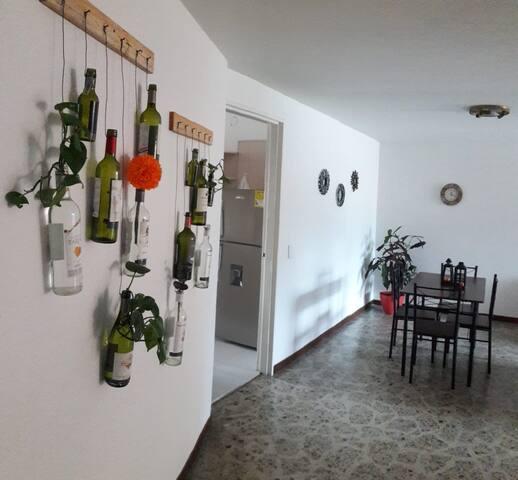 Laureles. Habitación privada con baño compartido1