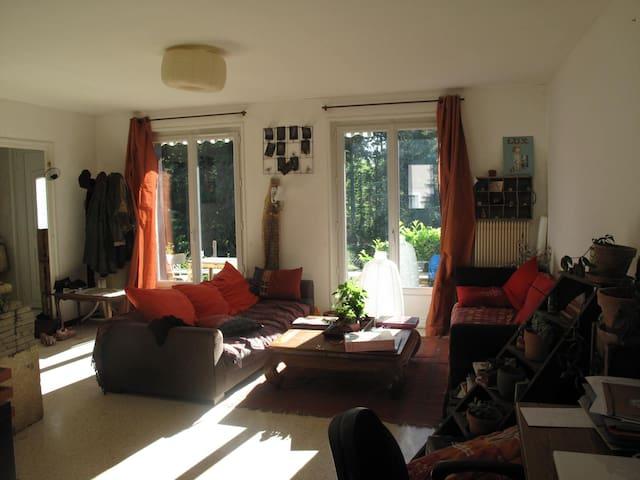 Maison au calme proche de la ville - Saint-Genest-Lerpt - บ้าน