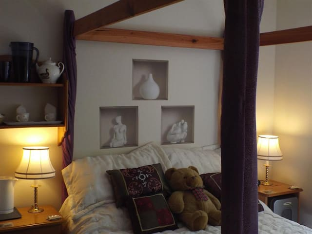 4 Poster Room - Woodpeckers Bed and Breakfast