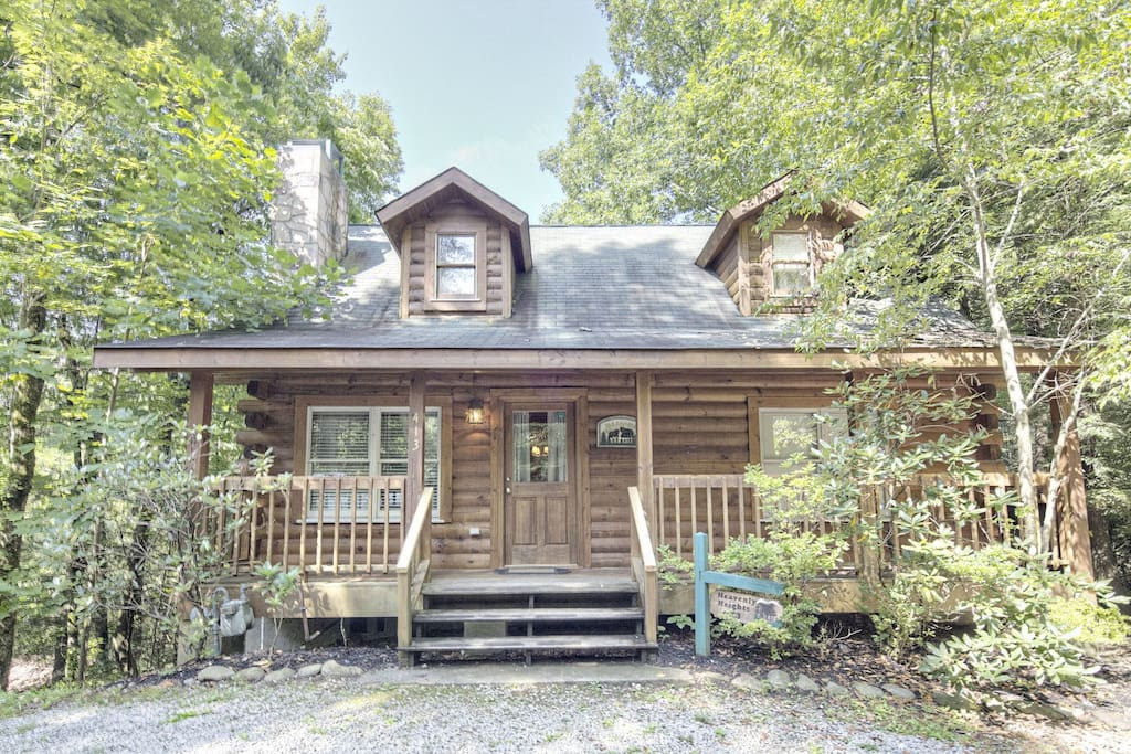 Heavenly heights great location close to all the action for Heavenly view cabin sevierville tn