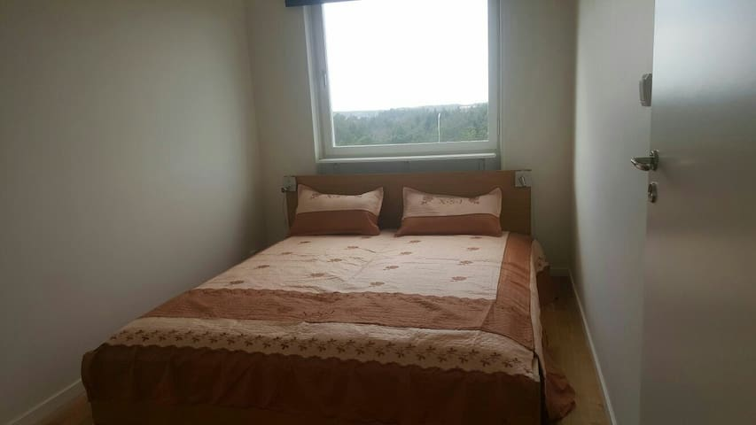 Cosy room near arlanda - Märsta - Apartment