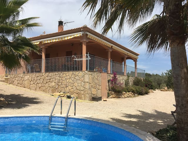 Beautiful holiday home with pool and large garden!