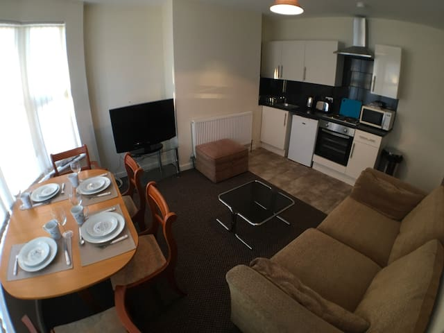 ANFIELD APARTMENT- SLEEPS 7! (Tickets*)PRIORY