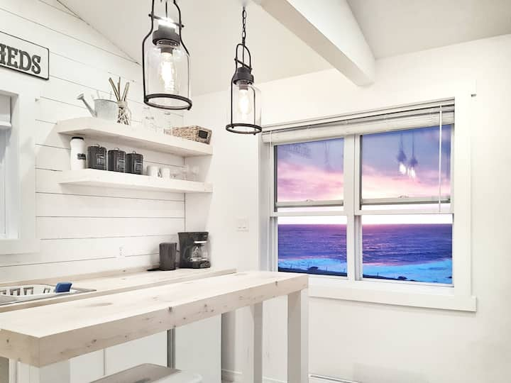 Chic Oceanfront Cottage- The Fish Sheds (Bessie's)