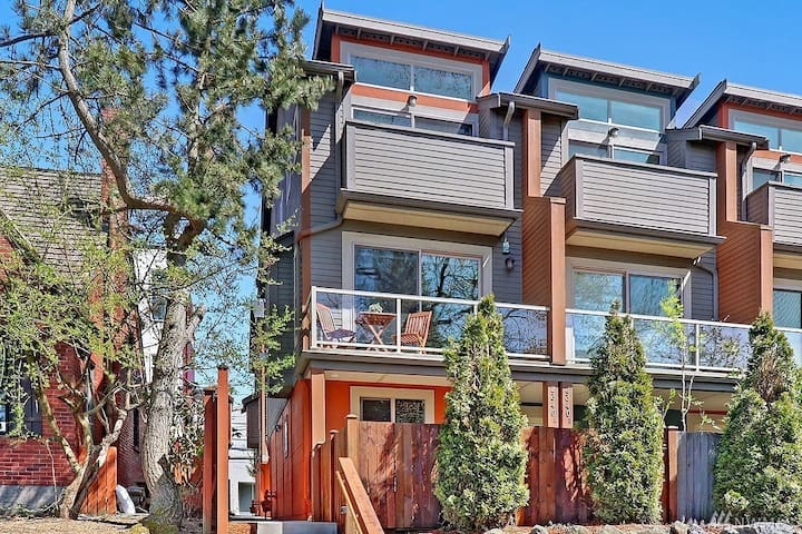 Fantastic  Seattle Townhouse with Patio