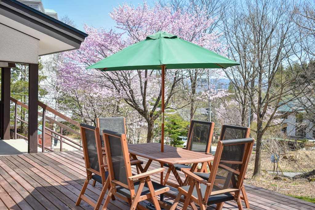 Relax and get back in touch with nature on this stunning deck. Late spring, Summer and Autumn only.