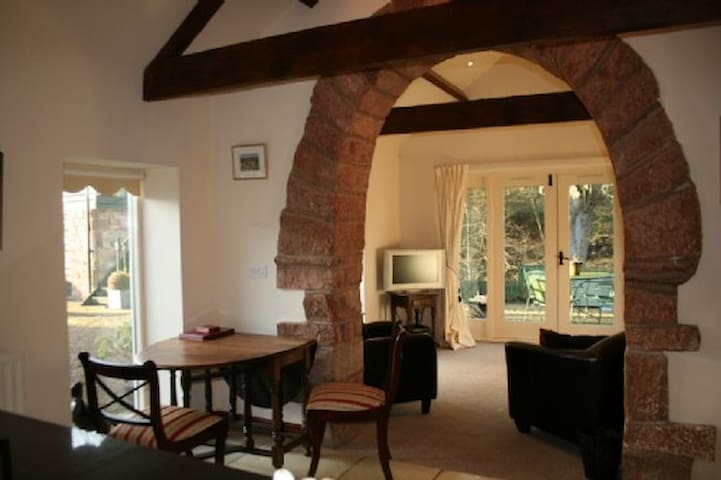 CARWINLEY MILL HOUSE COTTAGE WITH HOT TUB, Longtown, Scottish Borders - Carlisle & Hadrians Wall - Haus