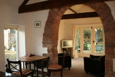 CARWINLEY MILL HOUSE COTTAGE WITH HOT TUB, Longtown, Scottish Borders - Carlisle & Hadrians Wall - Hus