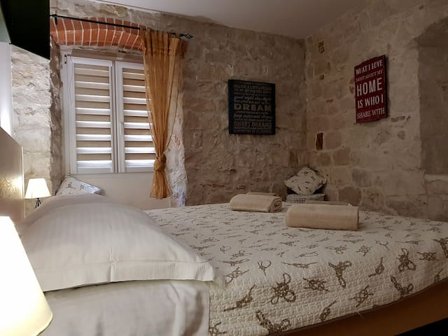 The apartment looks authentic Dalmatian style with stone walls built in 1659.
