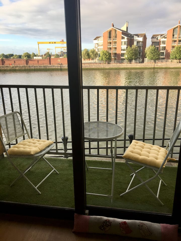 CITY CENTRE Riverside Apartment Belfast with views