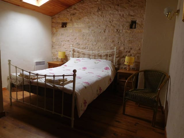 Chatenet guest house, pool & own private bathroom - Sauzé-Vaussais - Pension