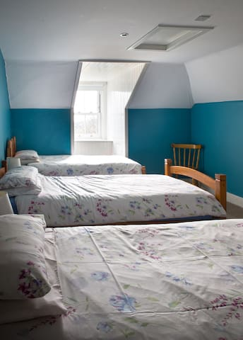 3 single bedded room with ensuite.