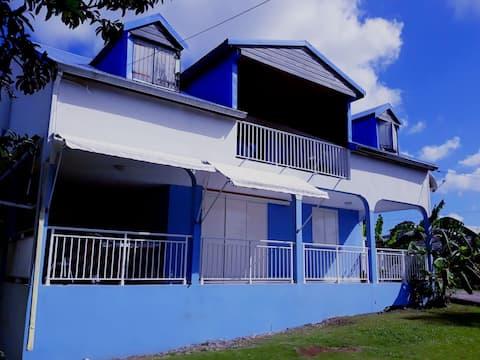 Chambre privée centre de l'île (aéroport 15 min)