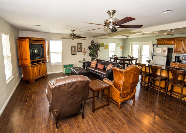 Scenic Bayou Side Home; Near Houma and Cocodrie